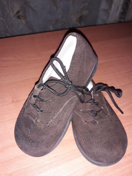Туфли детские состояние новых
