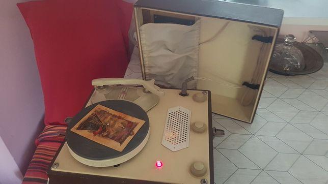 Stary gramofon Bambino z 1967r