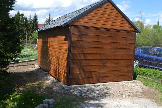 Garaż 3x5 z bramą uchylną dwuspadowy z blachodachówką złoty dąb