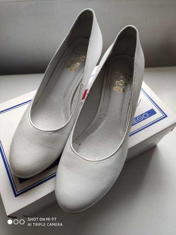 Buty ślubne białe ze skóry na niskim obcasie r. 38
