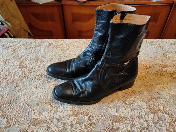 Продам итальянские демесезонные кожаные чёрные сапожки 43 размера