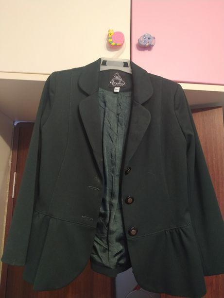Продам зелёный пиджак для девочки