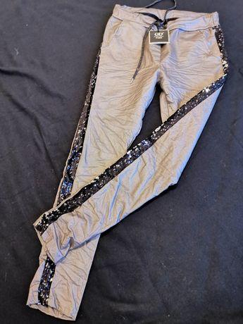 Spodnie woskowane matowe złote z la pasami  cekiny z kieszeniami.