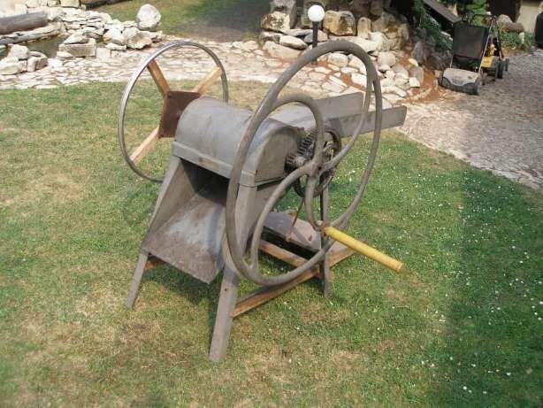 ozdoba ogrodowa: sieczkarnia, być może rębak
