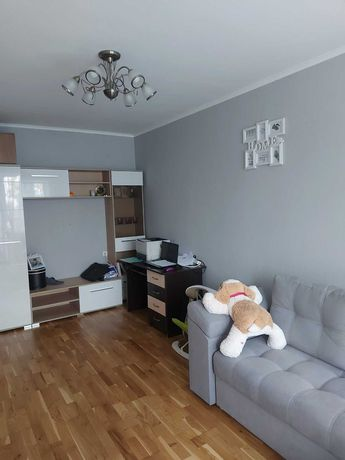 Продається невеличка 2-кімнатна квартира по вул. Корольова