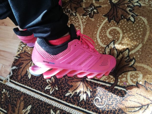 Жіночі кросівки Adidas Springblade (C75669) - класичні снікери фірми А