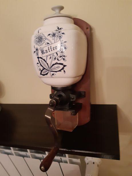 Młynek do kawy ręczny ścienny porcelanowy