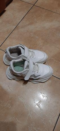 Кроссовки для дівчинки