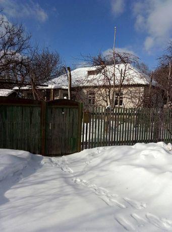 Дом возле школы .