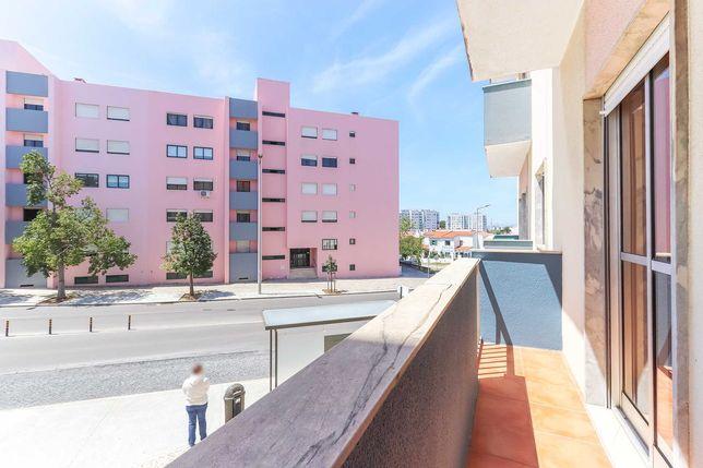 T3 na  Urbanização dos Fidalguinhos todo Remodelado (paragem à porta)