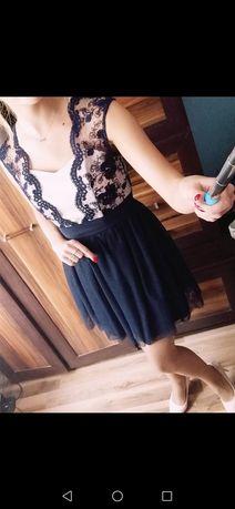 Sprzedam piękną sukienke w rozmiarze S