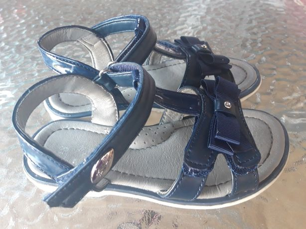 Sandałki granatowe lakierowane r.28 plus drugie gratis