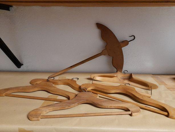 Conjunto de cabides antigos madeira