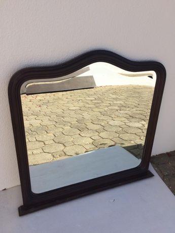 Espelho - contorno de madeira
