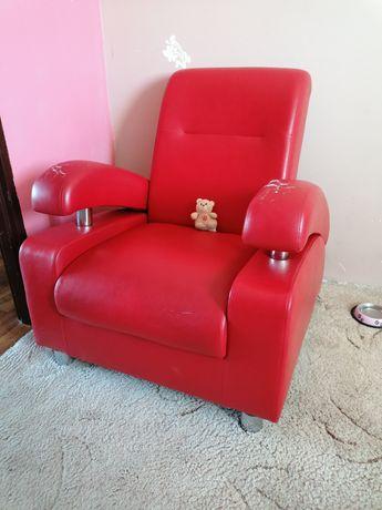 Czerwony fotel (USZKODZONY)