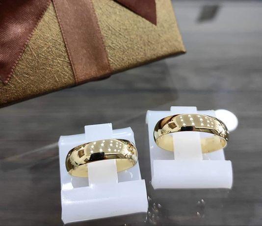 Elegancka Ponadczasowa Para Złotych Obrączek Ślubnych
