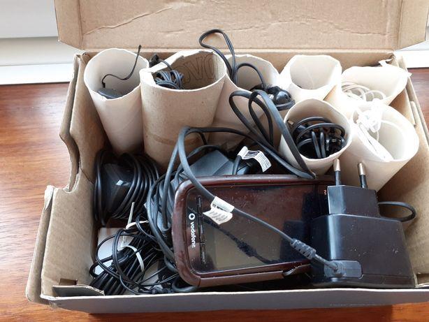 Lote de carregadores e auriculares