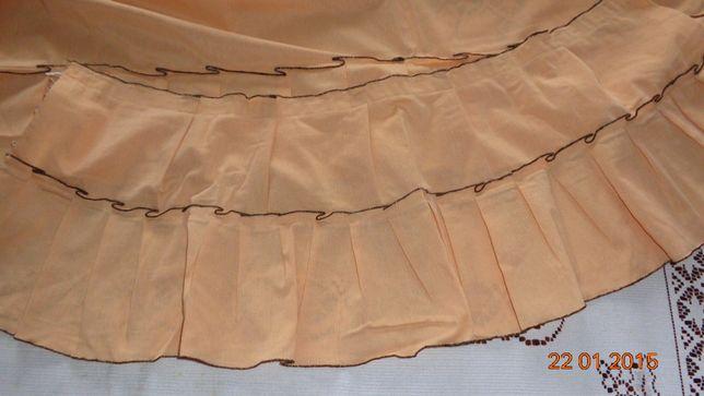 Zasłony do okna kremowe z falbanami wykończone brązem