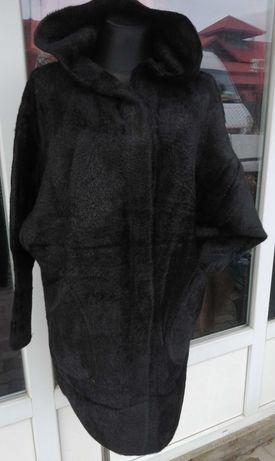 Alpaka czarna z  kapturem