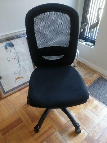 Cadeira de escritório impecável