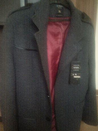 Nowy męski płaszcz