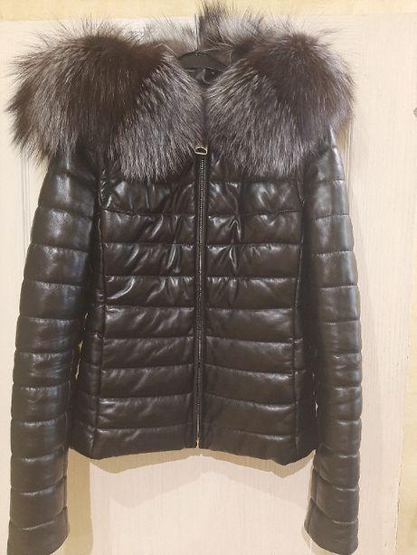 Стеганая кожаная куртка-пуховик женская