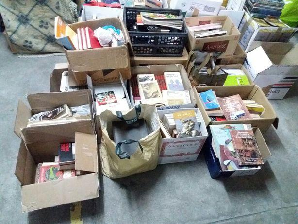 Livros Recheio Biblioteca particular atenção Livreiros e alfarrabistas
