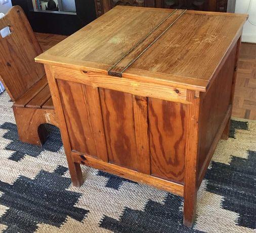 Mesa de costura antiga em madeira maciça