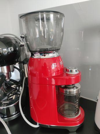 Elektryczny młynek do kawy SMEG 50' style