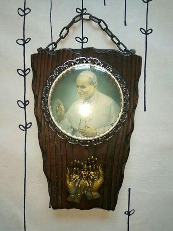 Papież na drewnie, obrazek