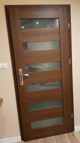 Drzwi bezprzylgowe wewnętrzne z szybą mleczną- 80cm, kolor TIK