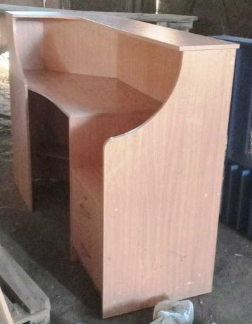 Прикассовый стол