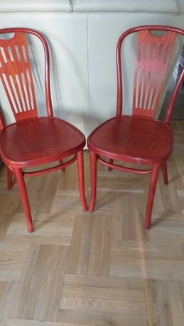 2 krzesła drewniane w kolorze czereśni. Stan super.