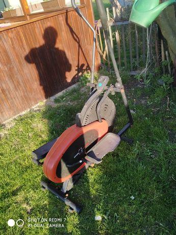 Orbitrek, treningowy hulajnoga trzykołowa