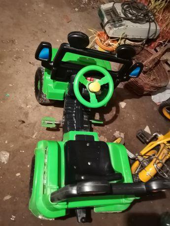 Дитяче авто на педалі