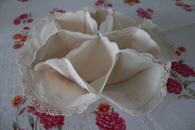 Materiałowy koszyczek chlebak na bułki, ozdobna serwetka na pieczywo