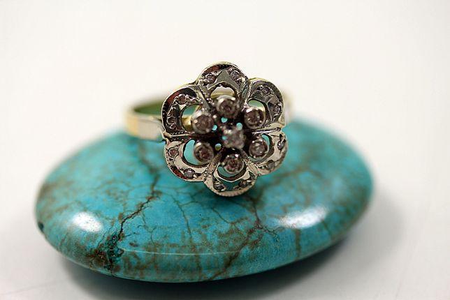 Złoty pierścionek z Diamentami 0,20CT 18K R14