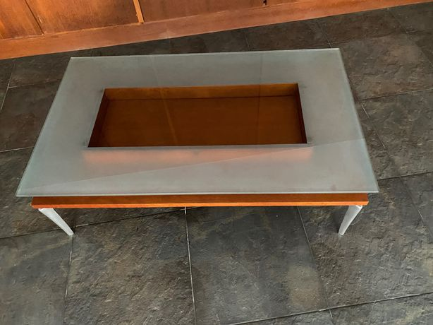 Mesa de centro, com tampo de vidro e gaveta