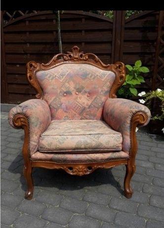 Fotel rzezbiony
