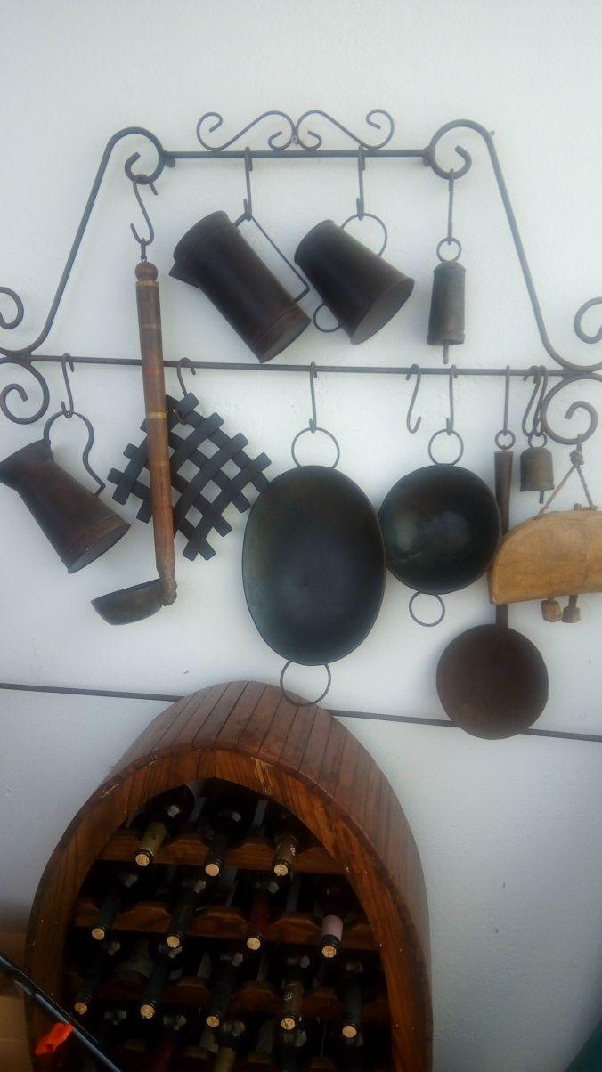 Expositor de peças rústicas para decorar parede de casa ou restaurante