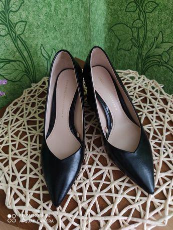 Стильні красиві туфлі Зара на підборах 35 р.