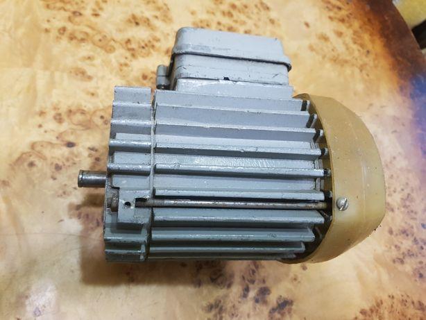 Електромотор електродвигун.