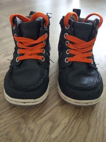 Buty dziecięce Gap r.7 (toddler) - polskie +/- 23, wkładka 14,5 cm