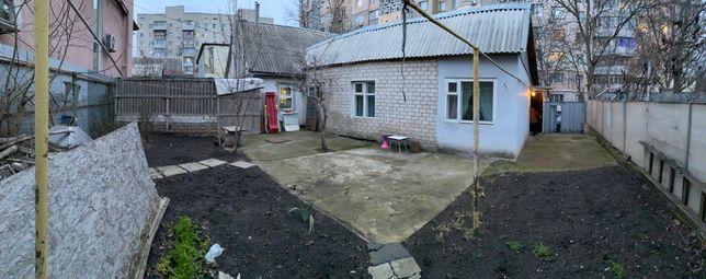 Половина дома с участком в центре Черноморска (Ильичевск)