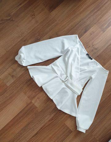 Biała bluzeczka z baskinią