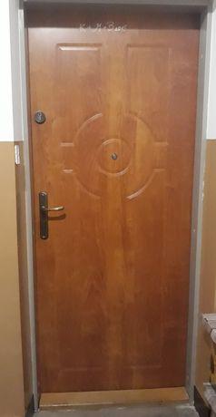 Drzwi wejściowe 80