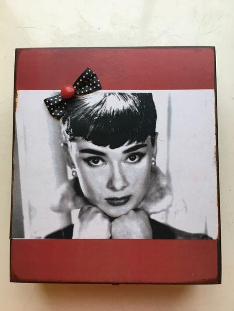 Szkatułka organizer pudełko na biżuterię Inkluz Audrey Hepburn