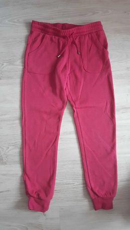 Sprzedam spodnie dresowe rozm.140
