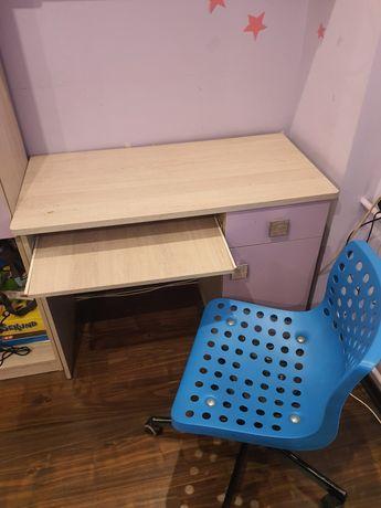Biurko krzesło i półka