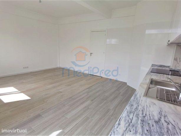 Apartamento T2 completamente remodelado, incluindo a part...